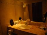 Baño con poca luz